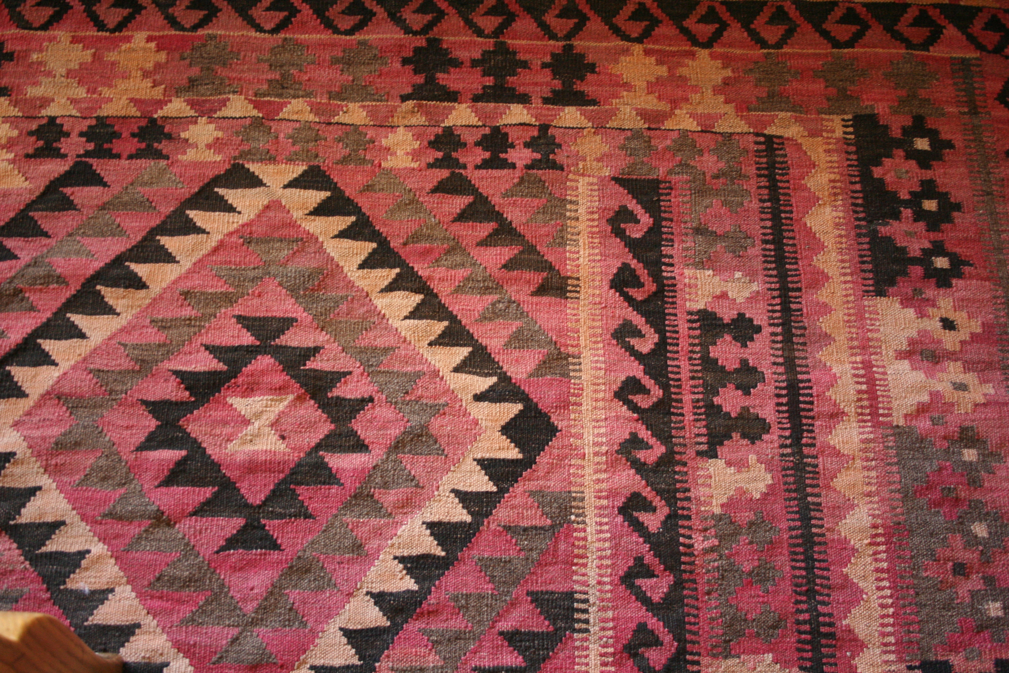 Who Would Had Have Known The Rugs Iu0027ve Seen Many Times Over Have Suddenly  Caught My Eye. All Of This Southwest, Tribal, Navajo Type Pattern ...
