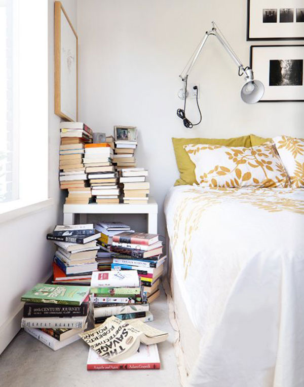 la-la-loving-books-by-bed