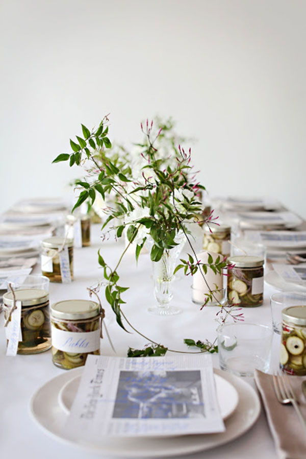 thanksgiving table via la la lovely