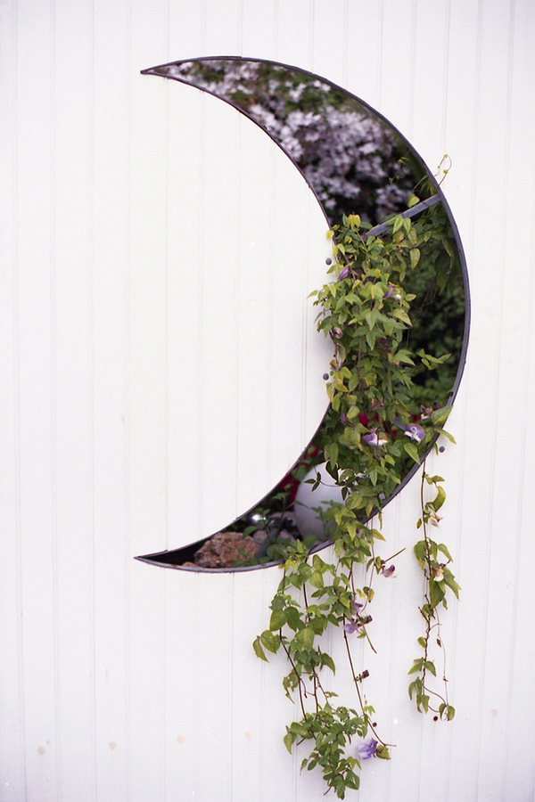 la-la-loving-crescent-moon-planters