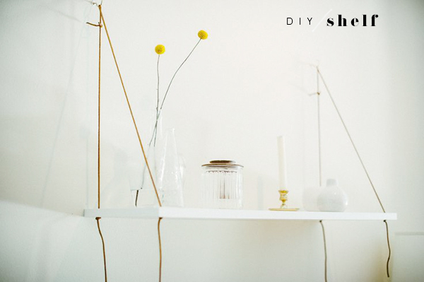 DIY-hanging-shelf_lalalovelyblog